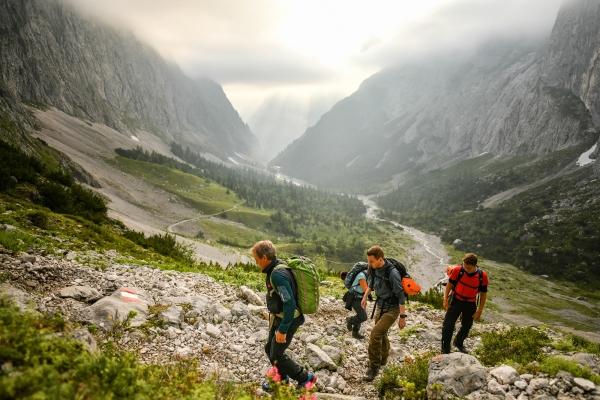 Kletterausrüstung Verleih Zugspitze : Mit bergführer über s höllental auf die zugspitze alpinschule garm