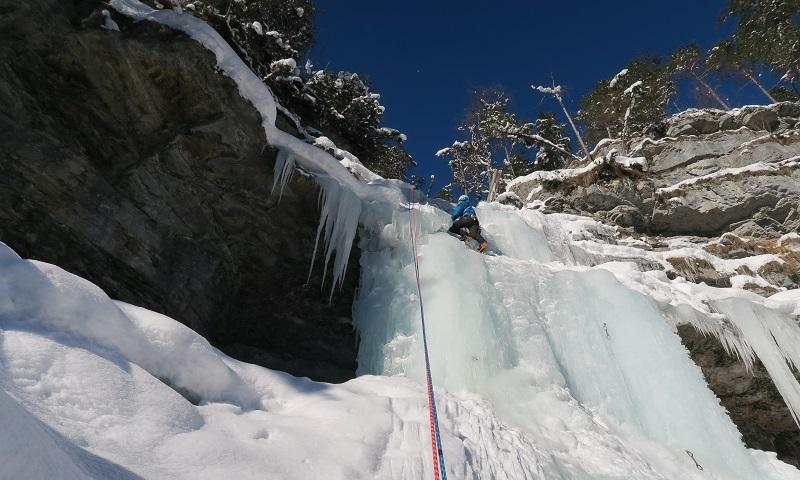 Klettersteigset Ausleihen Garmisch : Mit den bergführern der alpinschule garmisch eisklettern am häselgehr