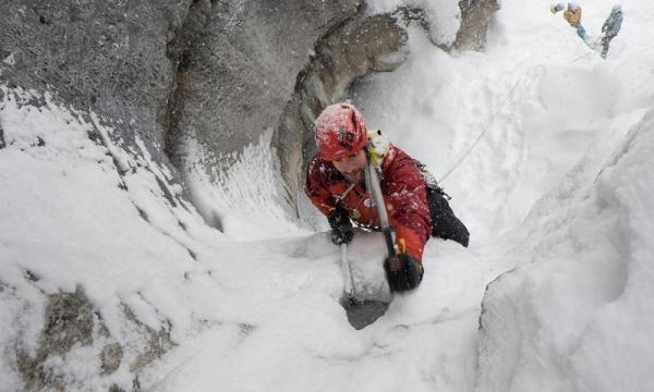 Klettergurt Eisklettern : Mit den bergführern der alpinschule garmisch eisklettern am häselgehr