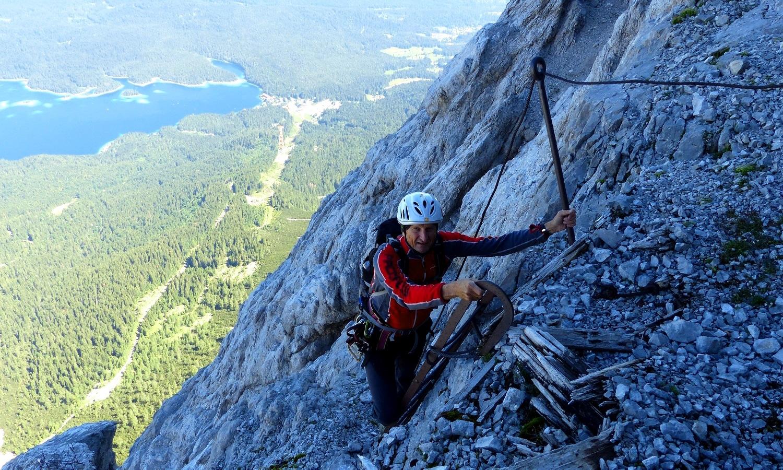 Klettergurt Englisch : Eisenzeit bergtour auf die zugspitze alpinschule garmisch